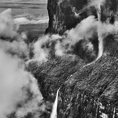 © Sebastião Salgado/Contrasto Monte Roraima. Stato del Roraima, Brasile, 2018.